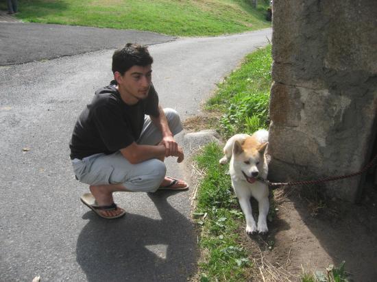 Un homme et un chien